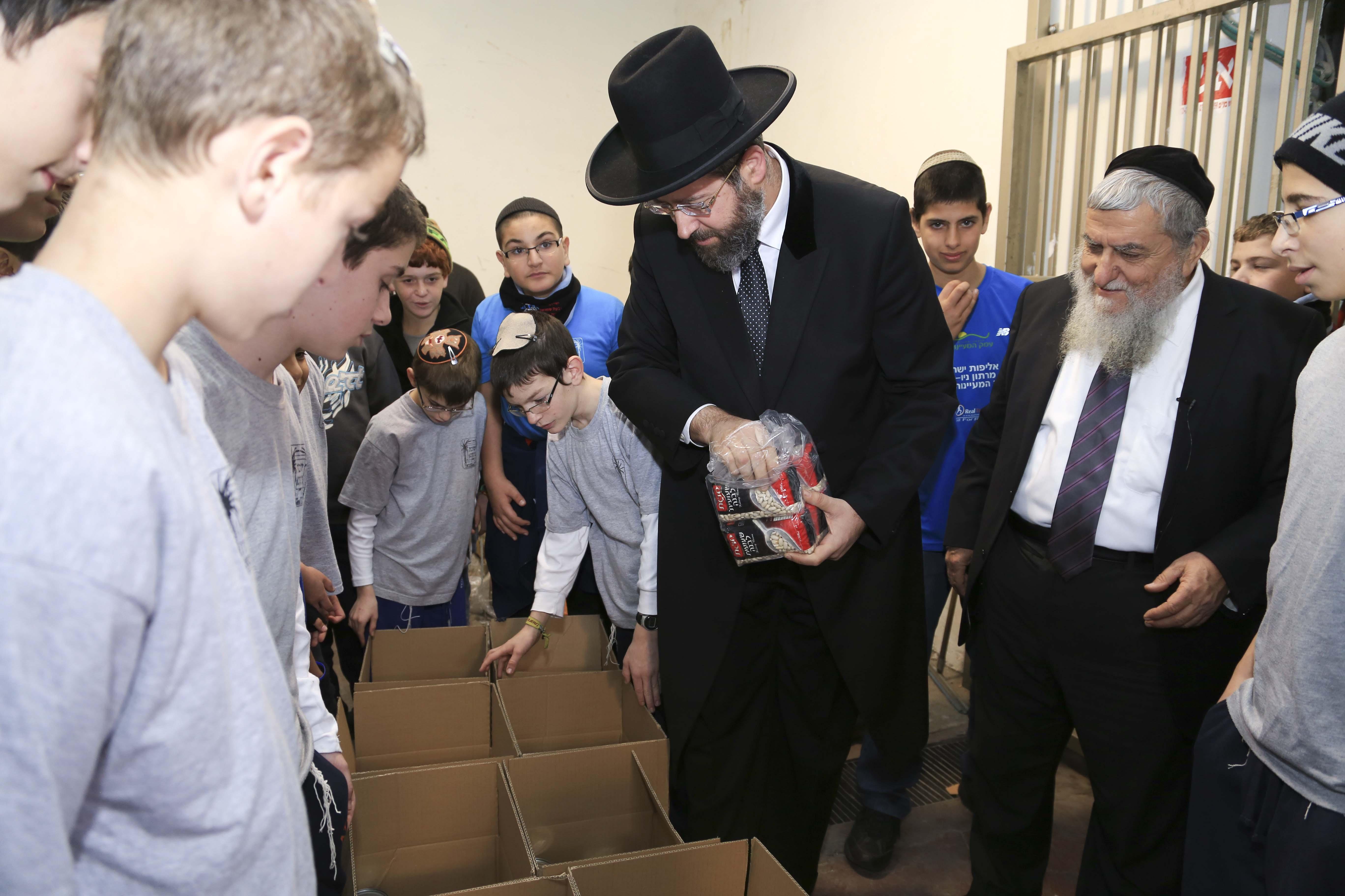 הרב הראשי הרב דוד לאו בביקור בחסדי נעמי (2)