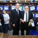 יור חסדי נעמי הרב יוסף כהן עם ראש העיר ירושלים ניר ברקת בסניף חסדי נעמי ירושלים