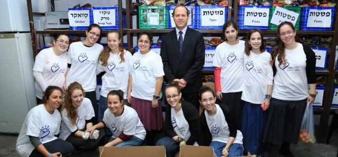 ראש העיר ירושלים ניר ברקת עם מתנדבות חסדי נעמי סניף ירושלים