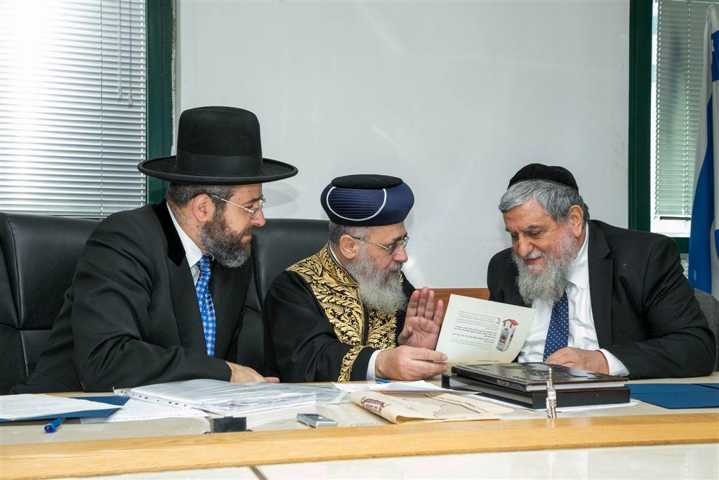 יור חסדי נעמי הרב יוסף כהן מוכר את החמץ עי הרבנים הראשיים לישראל1