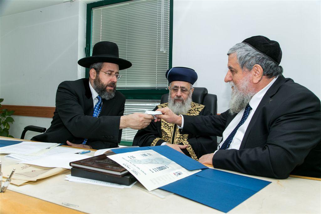 יור חסדי נעמי הרב יוסף כהן מוכר את החמץ עי הרבנים הראשיים לישראל3