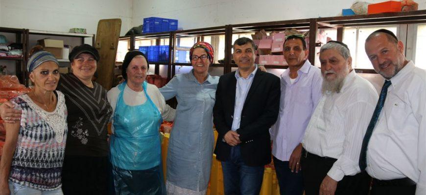 ראש העיר בת ים בביקור מיוחד בסניף חסדי נעמי