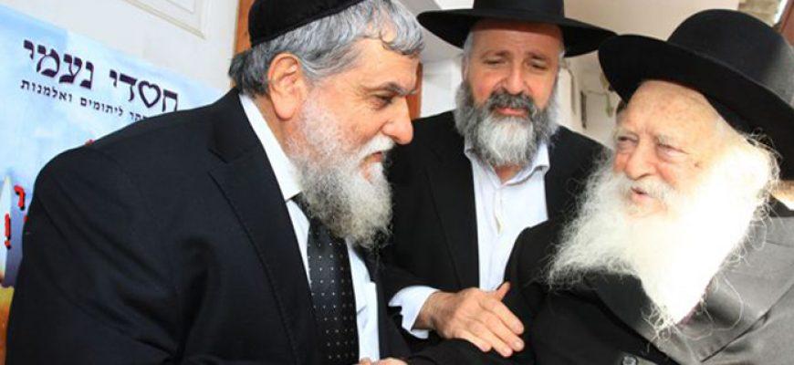 """גדולי ישראל שליט""""א קבעו מזוזות במחסני 'קמחא דפסחא'"""