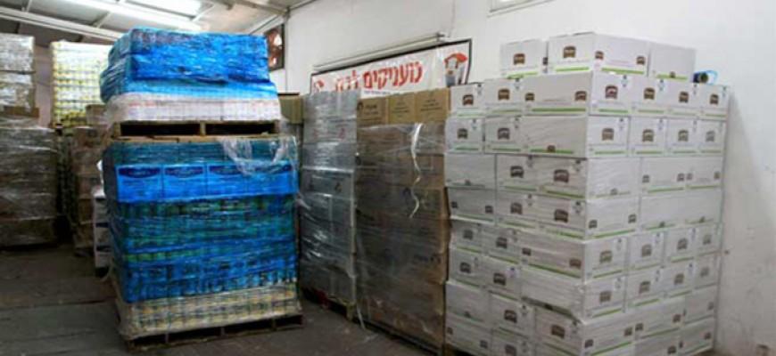 """חבילות """"קמחא דפסחא"""" חולקו למאות משפחות נזקקות בחולון ובת ים"""