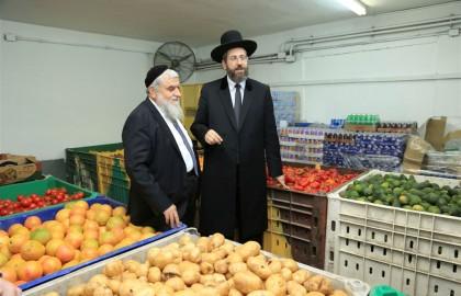 הרב הראשי לישראל דוד לאו הצטרף להתנדבות